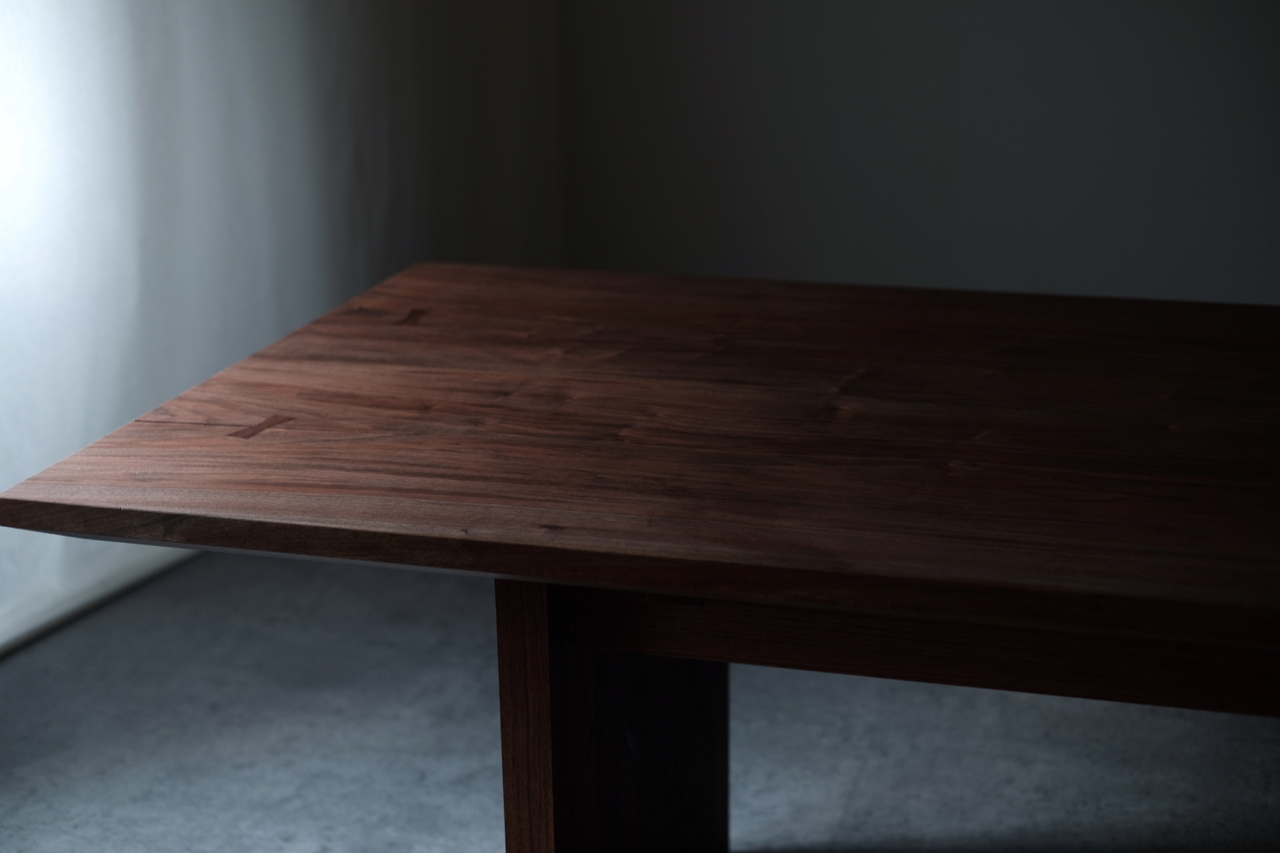 Live wood™ Table (CA-BWN) | HLF